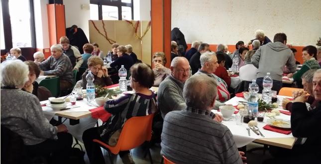 Spino d 39 adda oltre 90 over 75 al pranzo degli anziani for Mercatone dell arredamento spino d adda