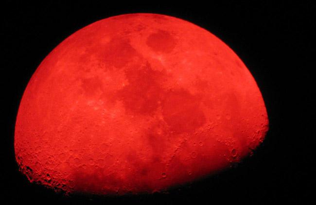 Cielo Rosso Di Notte.Occhi Al Cielo Stanotte L Eclissi Di Luna