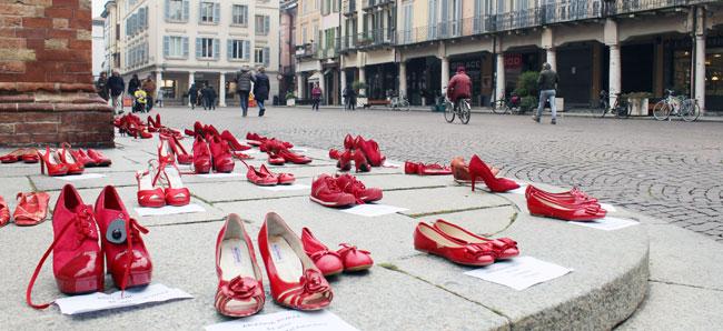 crema scarpette rosse in piazza contro la violenza crema scarpette rosse in piazza