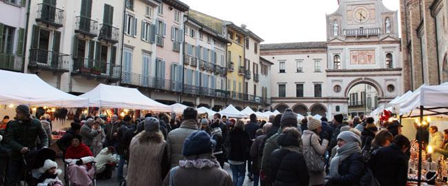 Crema mercatini in piazza duomo profumo di natale for Mercatini oggi milano